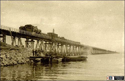 Вот что пишут в сети об истории моста